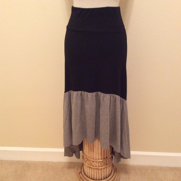 Nine 1 Eight Dresses & Skirts - Nine 1 Eight highlow skirt size medium
